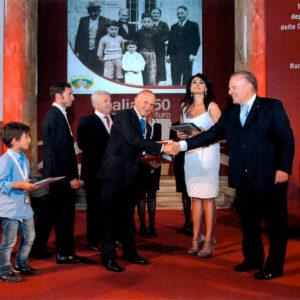 Consegna dell'attestato da parte del presidente dell'Union Camere Ferruccio Dardanello al Sig. Splendorini Armando e Nicola