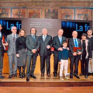 Presidente della Camera di Commercio di Perugia Sig. Giorgio Mencaroni assieme al presidente Union Camere Sig. Ferruccio Dardanello che conferiscono l'attestato al Sig. Splendorini Armando e altri